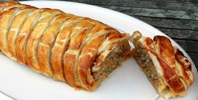 Пошаговый рецепт пирога из слоеного теста с мясом