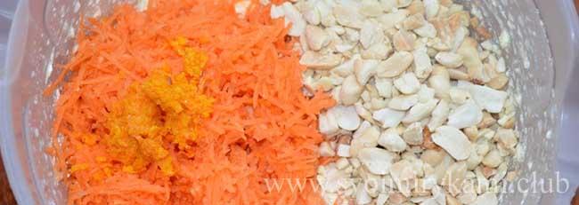 Для морковного пирога смешиваем цедру, морковь и орехи