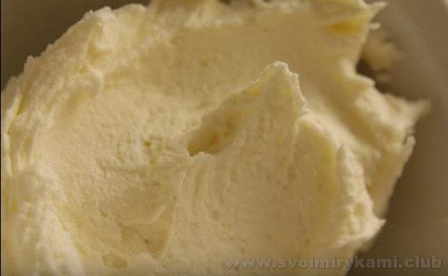 Крем для торта со сгущенкой и маслом - это быстрый и недорогой рецепт.
