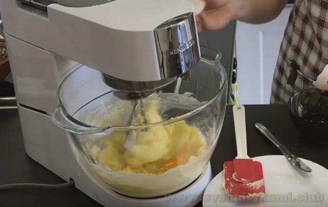 Из песочного теста можно также приготовить открытый пирог с вишней.