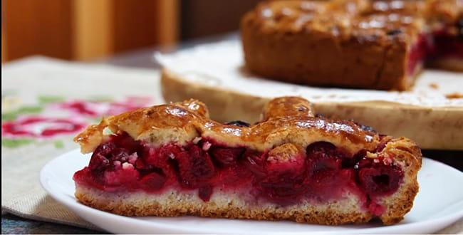 Пошаговый рецепт песочного пирога с вишней