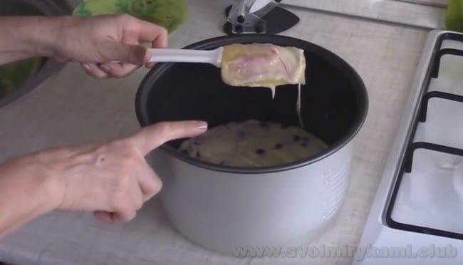 Пирог на кефире с вареньем в мултиварке будет готовится около часа.