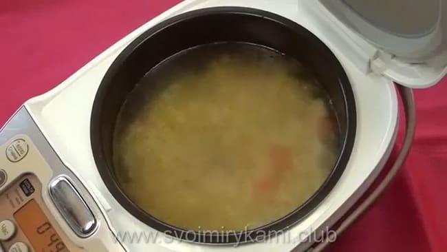 Готовый картофельный суп.