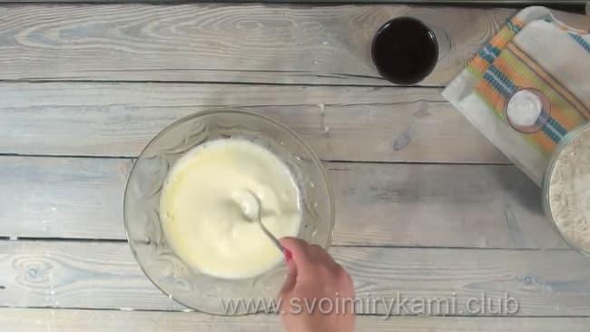 Готовим тесто для быстрого кекса.