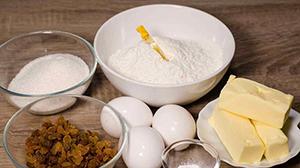 ингредиенты для маффинов с изюмом