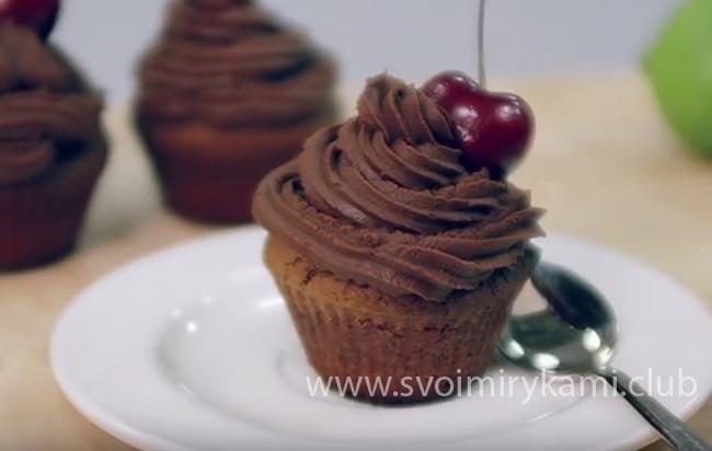 Наслаждаемся вкусом какао в шоколадном капкейке