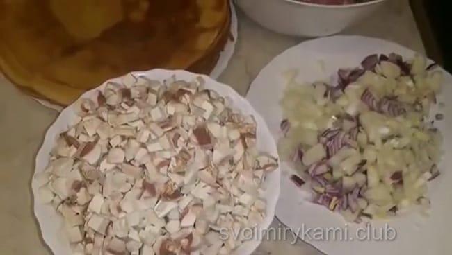 смотрите как готовить блины с фаршем, подробный рецепт с пошаговым фото.