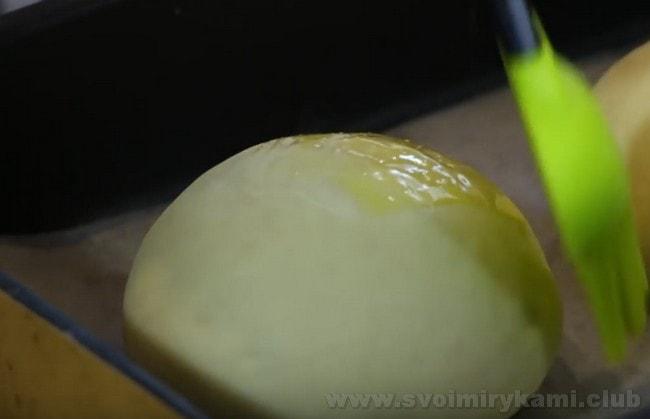О тм, как испечь булочки для гамбургеров, поведает также видео в конце нашей статьи.