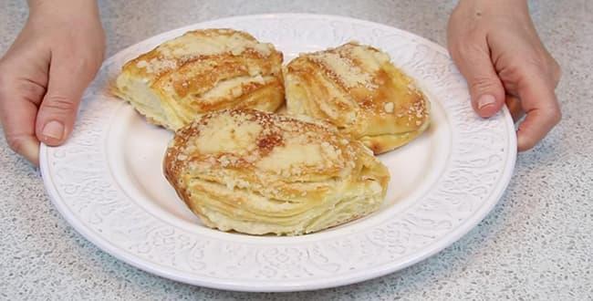Пошаговый рецепт приготовления булочек из слоеного теста