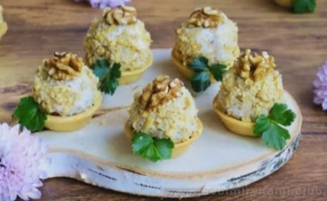 Паштет из фасоли с грецкими орехами можно подавать даже в тарталетках.