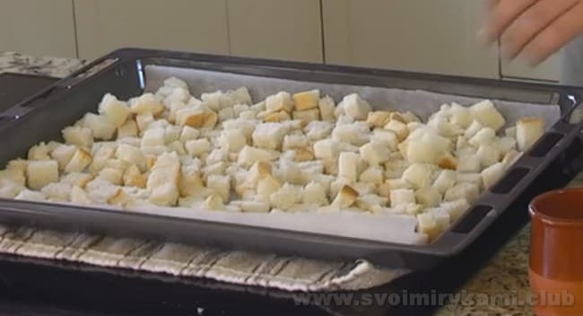 гренки для холодного супа гаспачо лучше всего приготовить собственноручно.