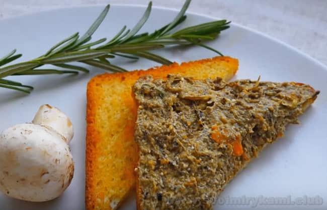 Вкус грибного паштета разнообразят овощи: морковь, баклажан и другие.