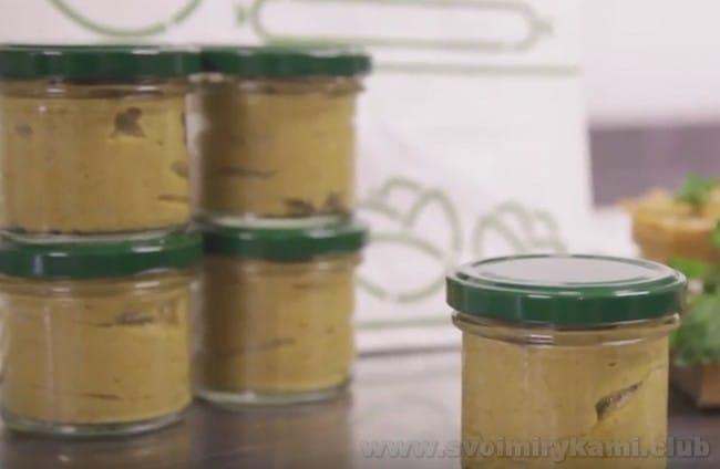 Теперь вы знаете, как можно быстро и просто приготовить вкусный грибной паштет.