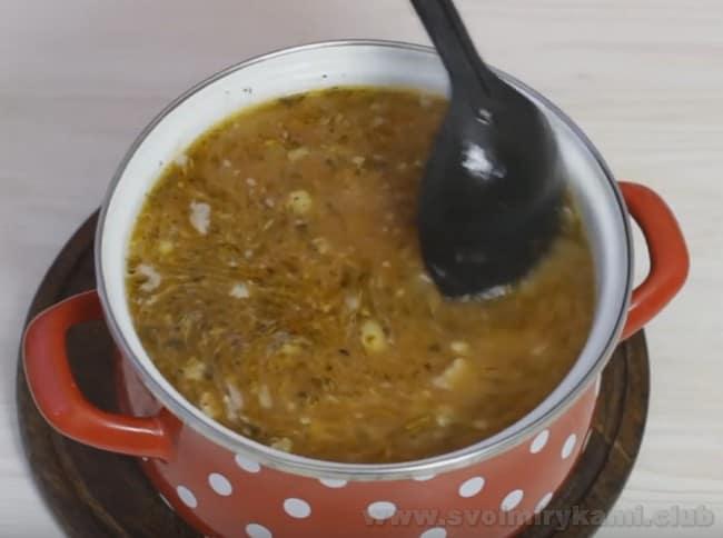 Особенность рецепта супа харчо с курицей, конечно же, в множестве особых специй.