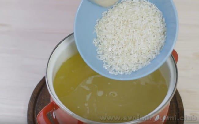 Суп харчо с курицей и рисом получается очень приятным на вкус.