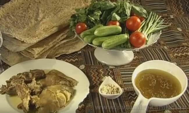 Хаш - это традиционный армянский рецепт очень сытного супа.