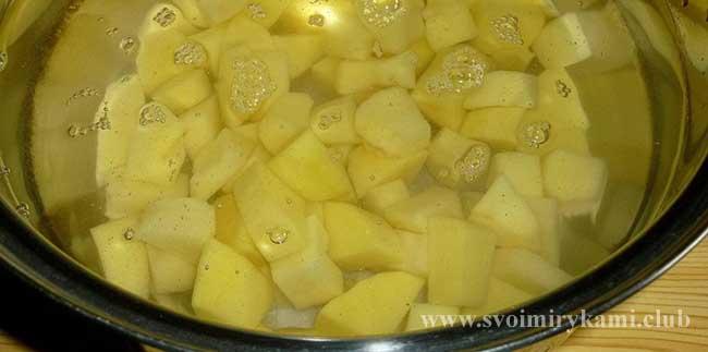 Варим картофель для картофельных котлет