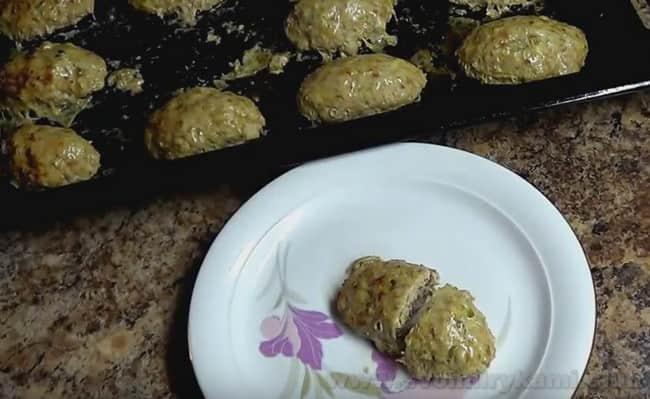 В числе наших рецептов - нежные котлеты с кабачком и фаршем в духовке.