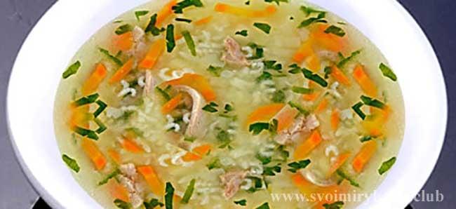 Куриный суп с рисом готов