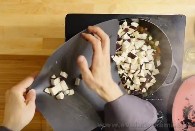 Залог удачного лагмана из баранины - множество овощей.