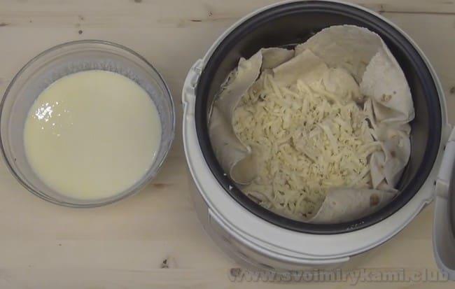 Для ленивой ачмы из лаваша в мультиварке подойдет сыр фета и моцарелла.