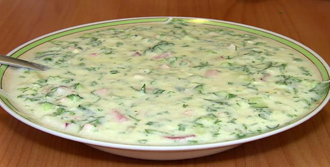 Пошаговый рецепт классической окрошки с колбасой на минеральной воде