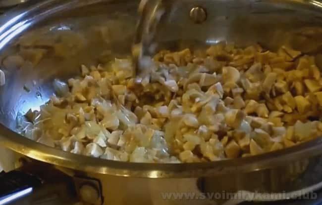 Паштет из белой фасоли с грибами готовится быстро.
