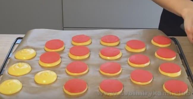 При выпечке кракелюр растечется по всей поверхности пирожного шу.