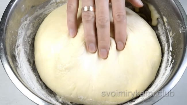 Тесто подошло-можно печь булочки.
