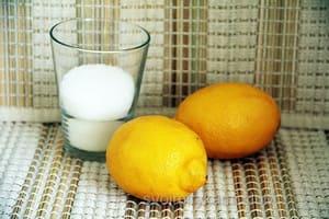 Наивкуснейший лимонный пирог готовится с начинкой.