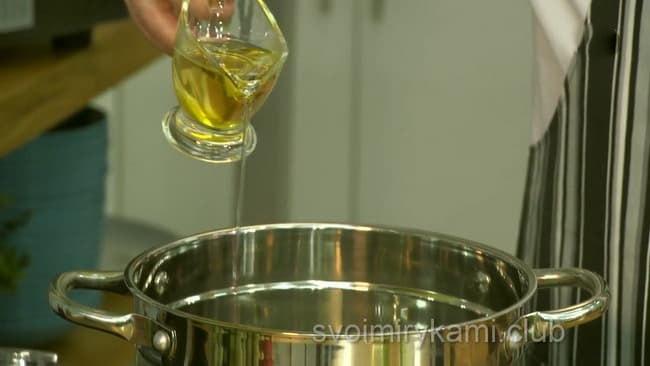 Жарим овоши на оливковом масле для приготовления овощного супа