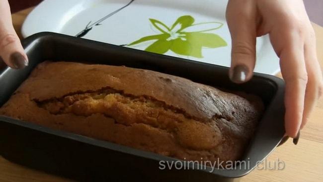 Мандариновый пирог выпекаем при 180 градусах.