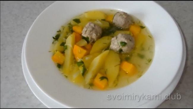 Вкуснейший суп с фрикадельками.