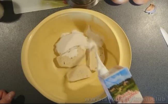 Предлагаем простой рецепт сочных котлет из говядины и свинины.