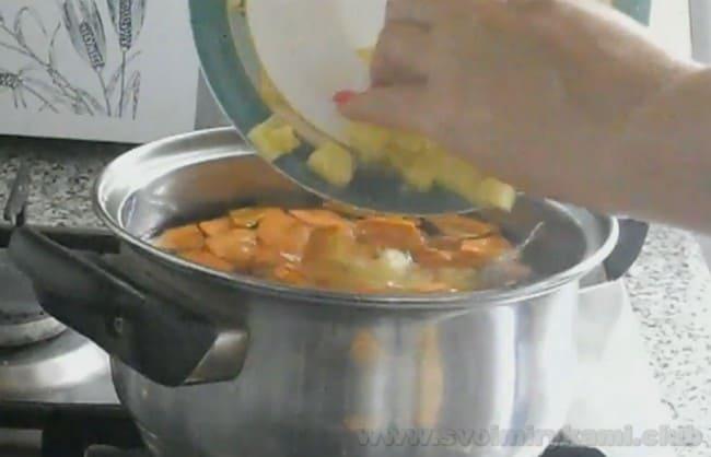 Теперь вы будете знать, как сварить суп из рыбных консервов.