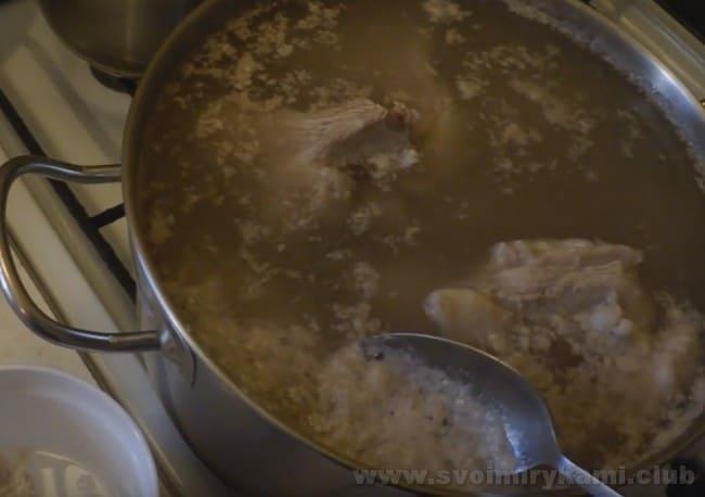 Приготовление шурпы из баранины занимает достаточно много времени.