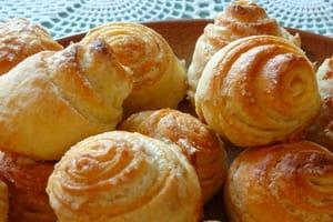 Вкусные булочки готовятся просто.