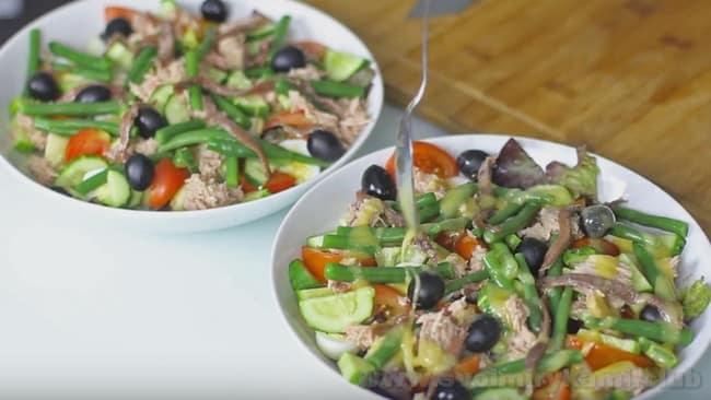 Французский салат Нисуаз, приготовленный по классическому рецепту, станет настоящим украшением праздничного стола.