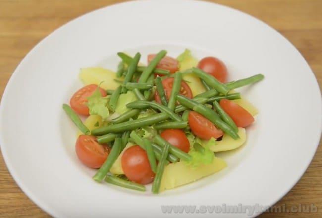 Французский салат Нисуаз можно готовить как порционно, так и на одном большом блюде.