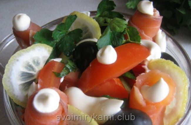 Готовый салат из слабосоленой семги по норвежски