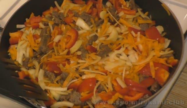 Рецепт салата с фунчозой по-корейски с мясом очень простой.