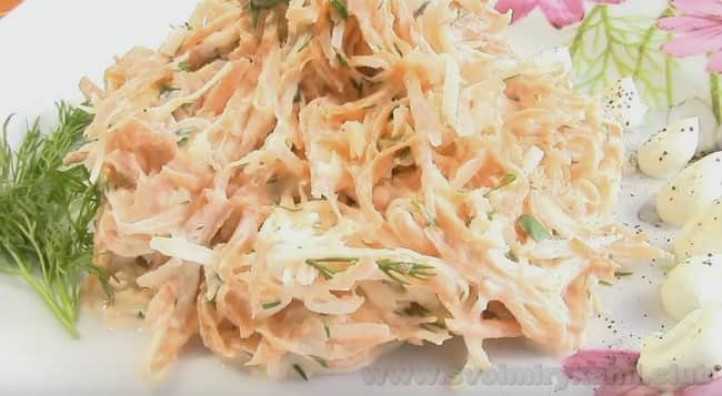 Этот салат из редьки получается очень вкусным.