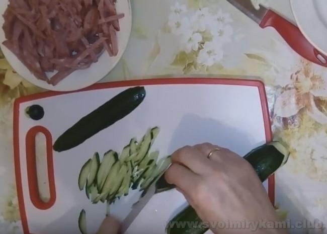 """Классический салат """"Козел в огороде"""" готовится очень быстро и просто."""