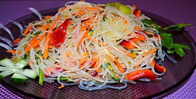 Салат с фунчозой и огурцом 🥝 по корейски, как приготовить в домашних условиях