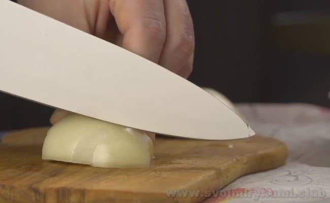 Суп солянка с сосисками можно также приготовить по рецепту в мультиварке.
