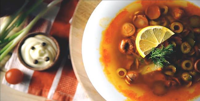 Пошаговый рецепт приготовления солянки с сосисками