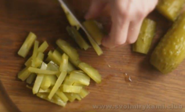 Узнайте, как при помощи простого рецепта можно приготовить солянку в домашних условиях.
