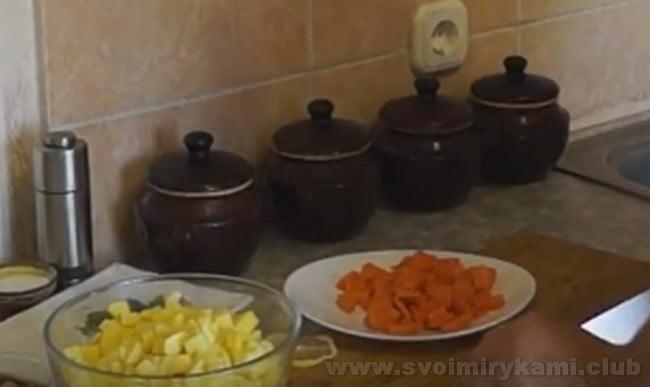 Воспользуйтесь также рецептом супа из рыбных консервов горбуши в горшочках.