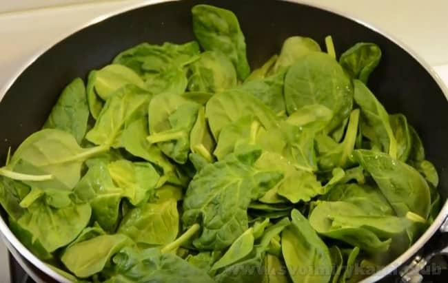 Суп-пюре можно готовит из замороженного или свежего шпината.