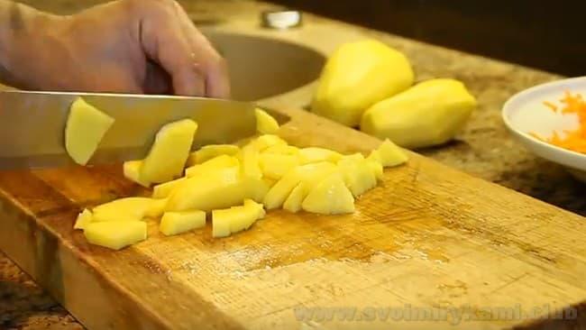 Суп со щавелем на курином бульоне изобилует витаминами.